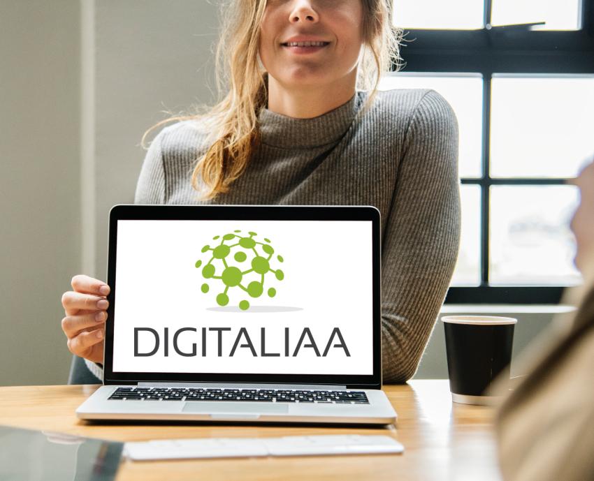 ordinateur avec logo DIGITALIAA
